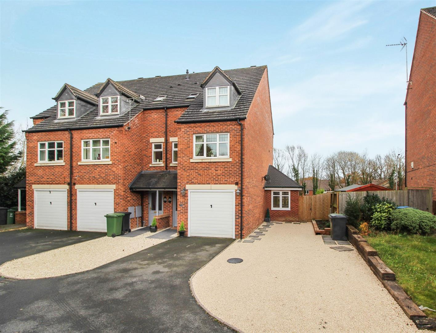 3 Bedrooms Town House for sale in Alder Carr Close, Redditch